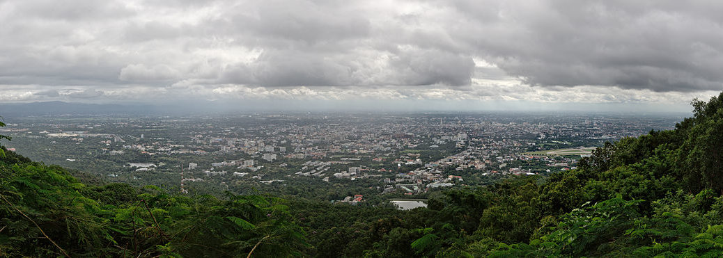 Chiang_Mai_Panorama_from_Doi_Suthep_Lookout_(2014-08-08)